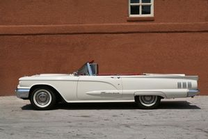 Ford Thunderbird information